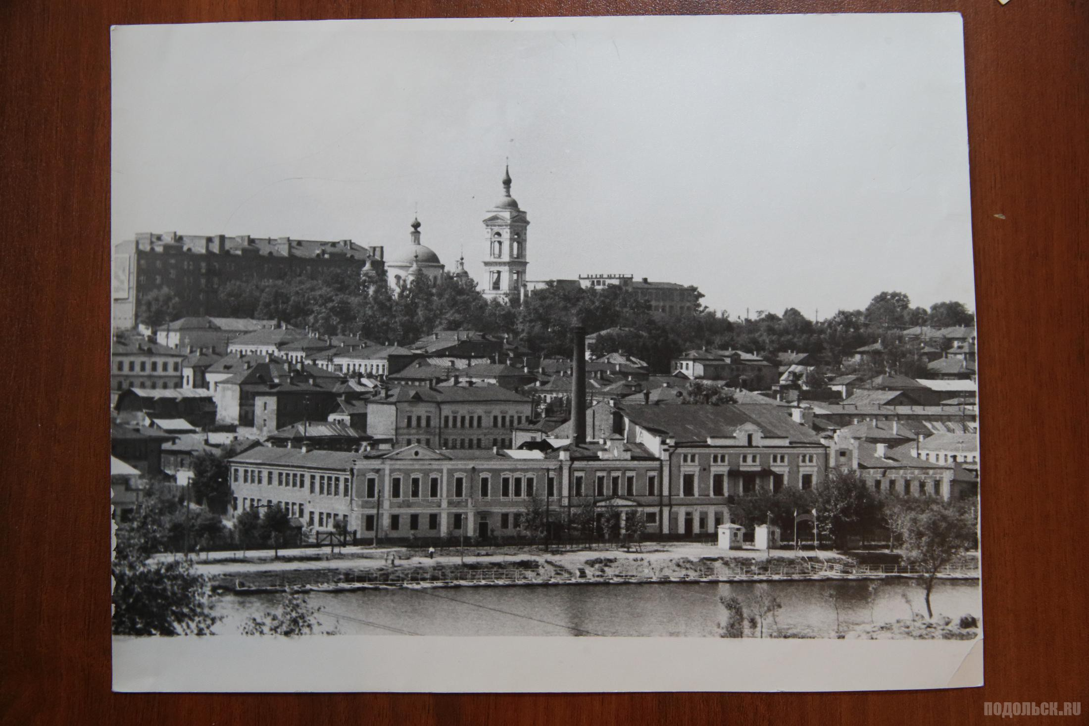 Вид из парка на Троицкий собор