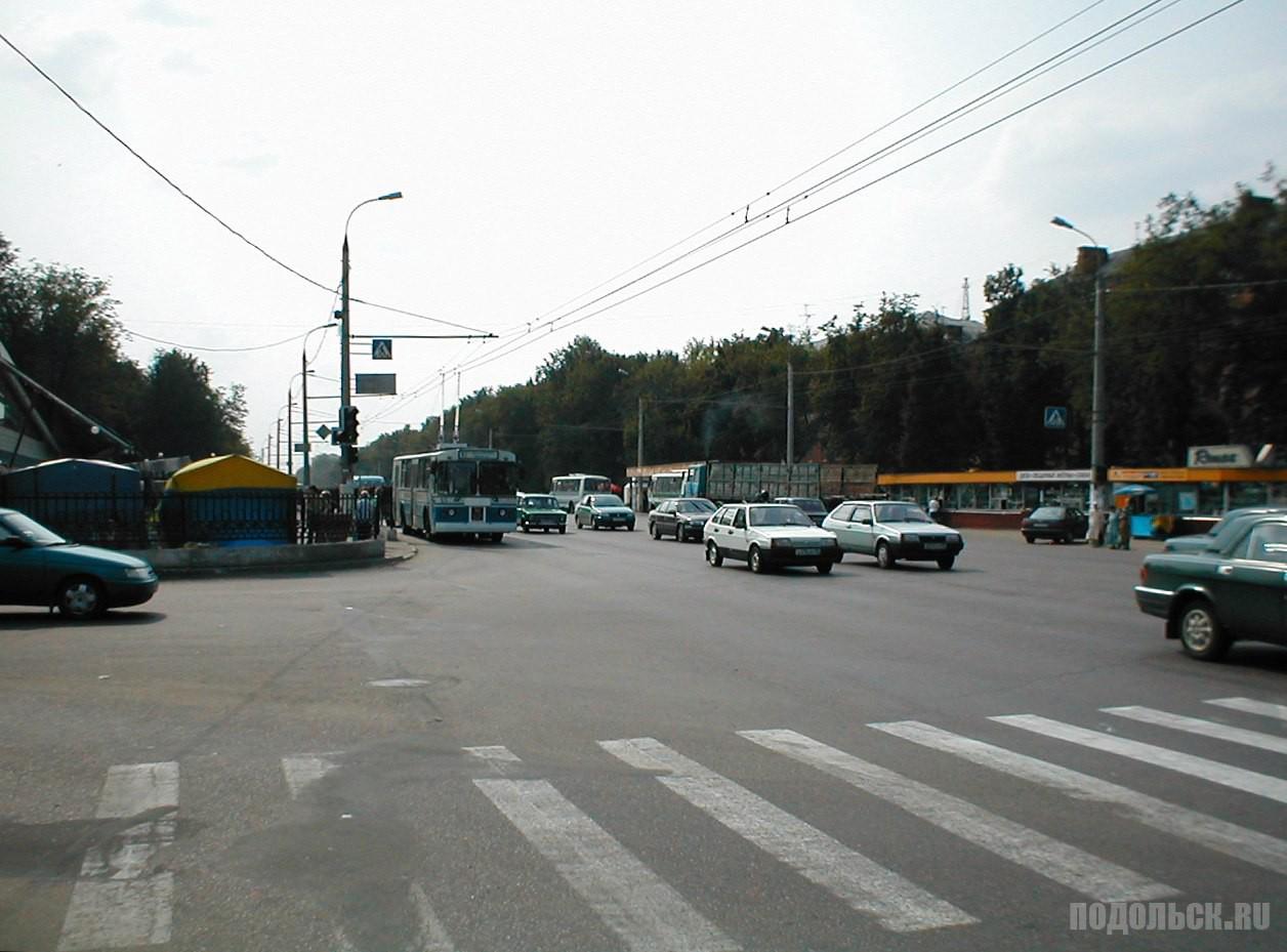 Перекрёсток улиц Кирова и К. Готвальда. - 2002 г.