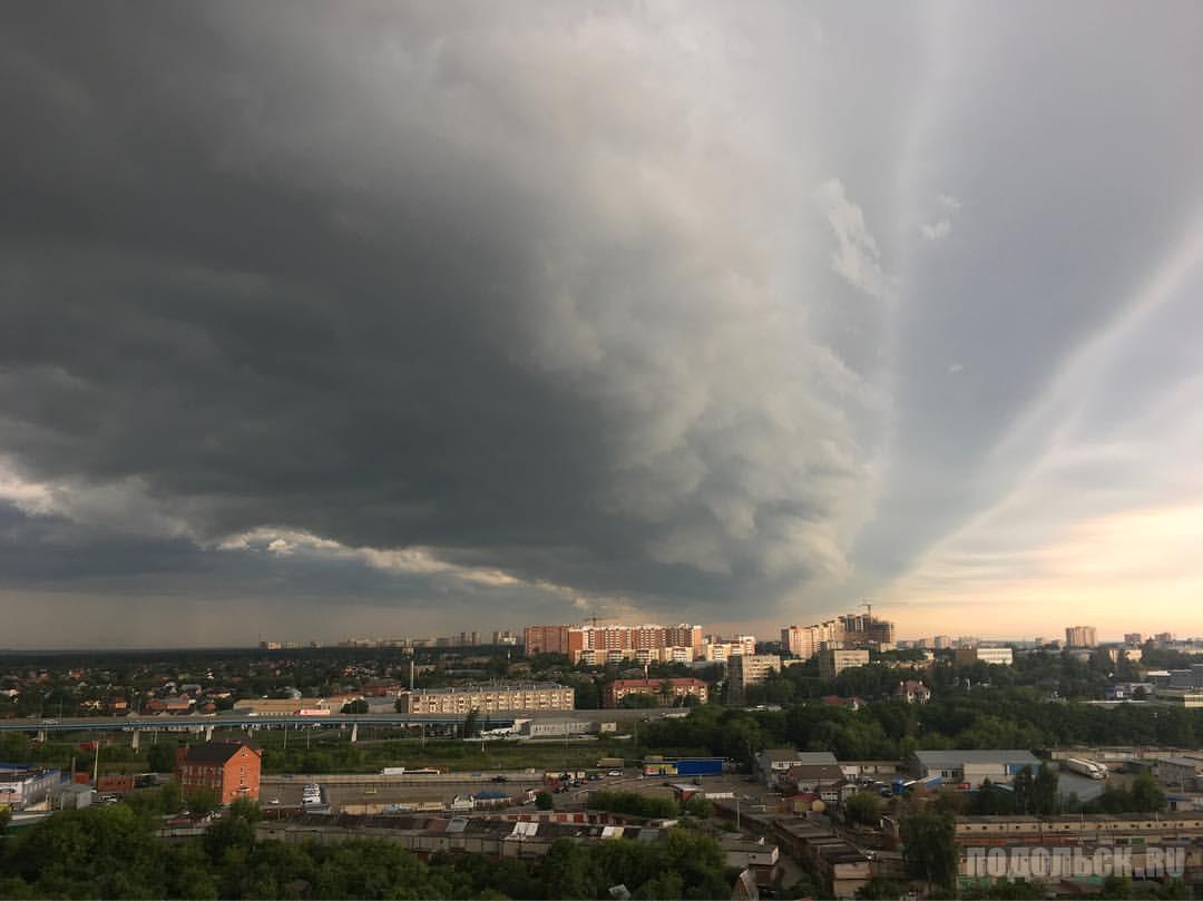Вид на Подольск от микрорайона Кутузово. 28.07.2017.