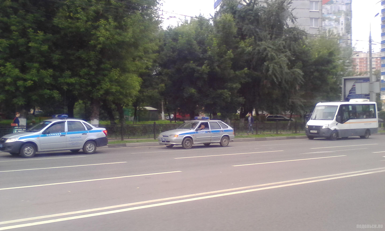 Машины полиции на улице Кирова. Июль 2017.