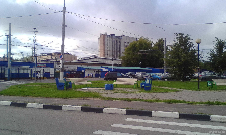 Улица Курская у вокзала. На станции Подольск. Июль 2017.