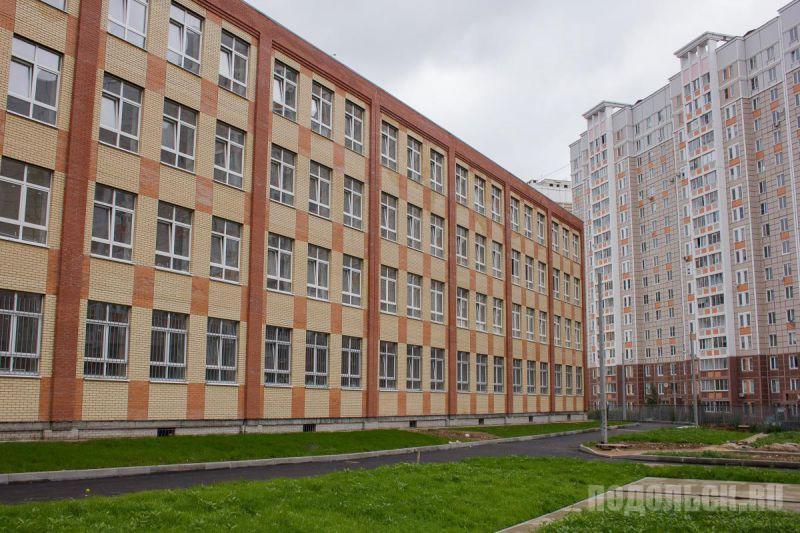 Новая школа на ул. Генерала Стрельбицкого, 5а. Июль 2017. Срок ввода в эксплуатацию - ноябрь 2017.