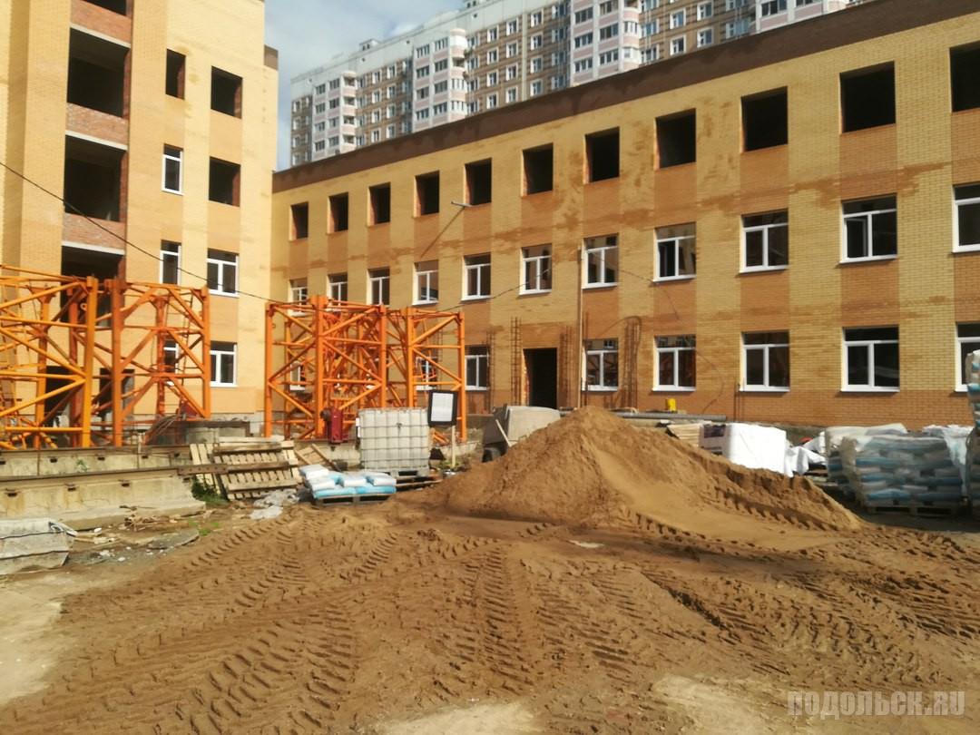 Строительство поликлиники в Кузнечиках. 12 сентября 2017 г.