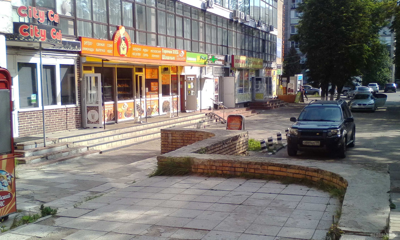 """Фуд-корт"" на Октябрьской площади. Сентябрь 2017."