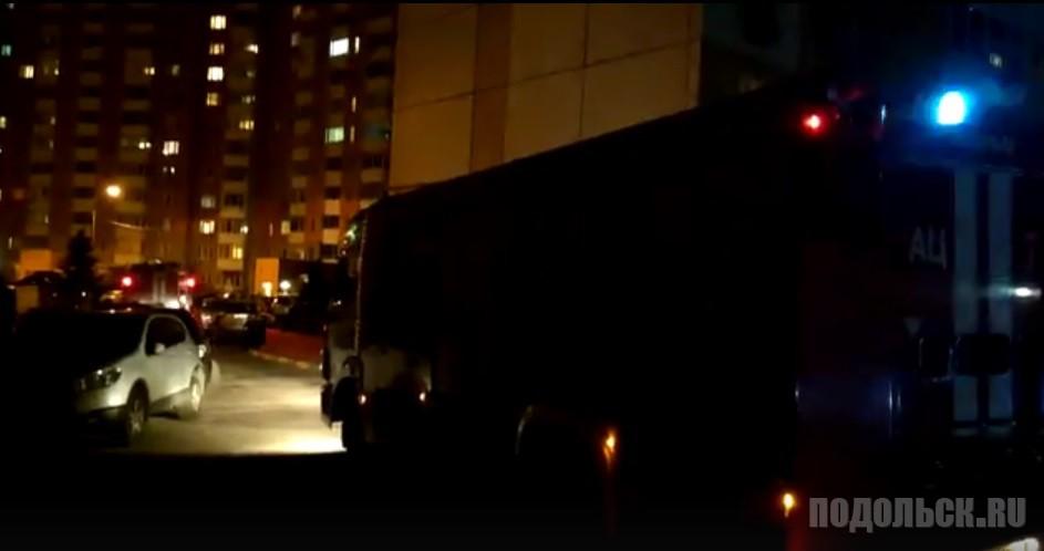 Пожарная машина застряла во дворе на Литейной. 27.09.2017.