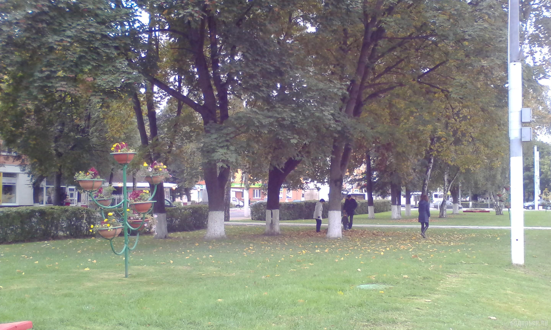 Сквер на площади Славы. 30 сентября 2017.