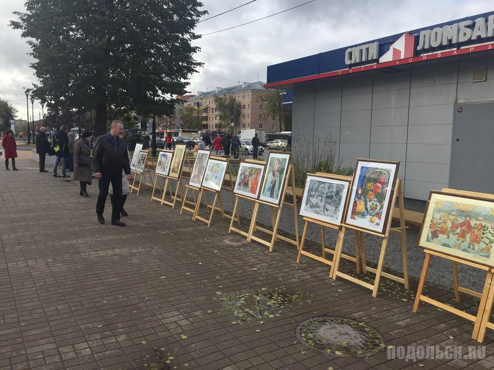 Вернисаж на бульваре Льва Толстого 7 октября