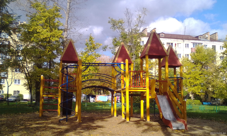 Двор на Симферопольской, 3. Октябрь 2017.