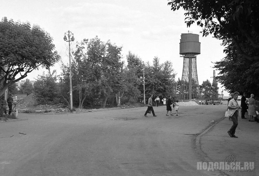 Начало строительства Вокзальной площади. На снимке: будущий въезд на привокзальную площадь. 1967 г.