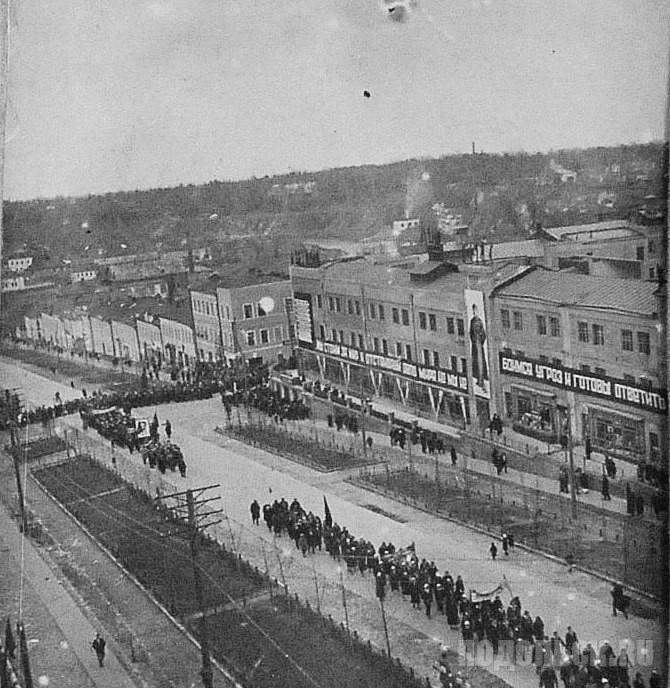 Демонстрация по случаю годовщины революции. - 1935 г