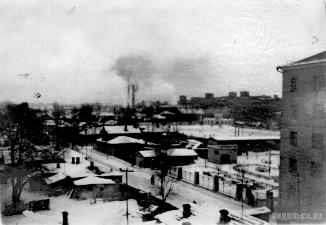 Вид на Февральскую улицу из окна дома 33/44 по Советской улице. - 1960-1961 гг.