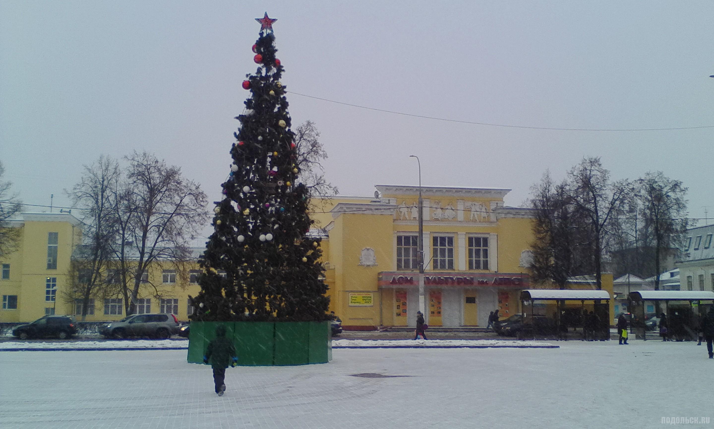 Елка на площади Славы перед ДК имени Лепсе. Декабрь 2017.