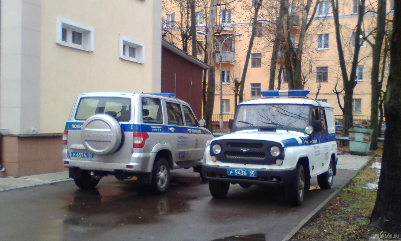 Машины полиции у суда. Климовск. Декабрь 2017 г.