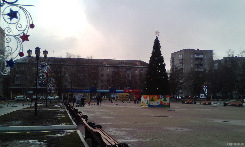 Новогоднее убранство Октябрьской площади. Январь 2018.