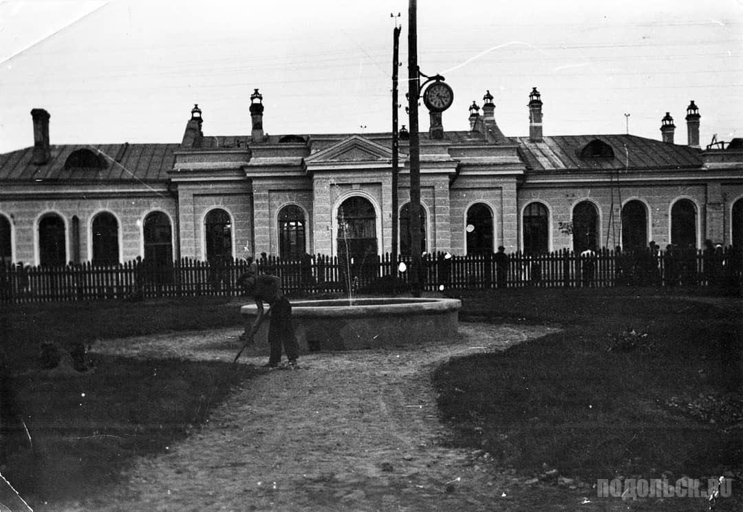 Фонтан у станции Подольск