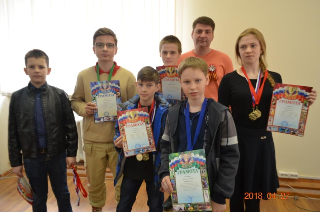 Школьники - победители соревнований по стрельбе