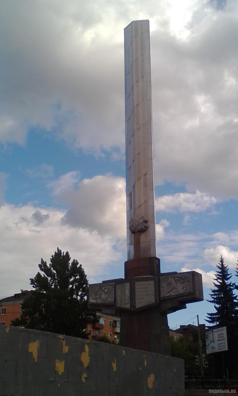 Памятник погибшим заводчанам ПЭМЗ. Июнь 2018