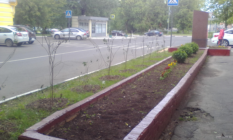 Памятник Подольским курсантам на одноименной улице. Июнь 2018