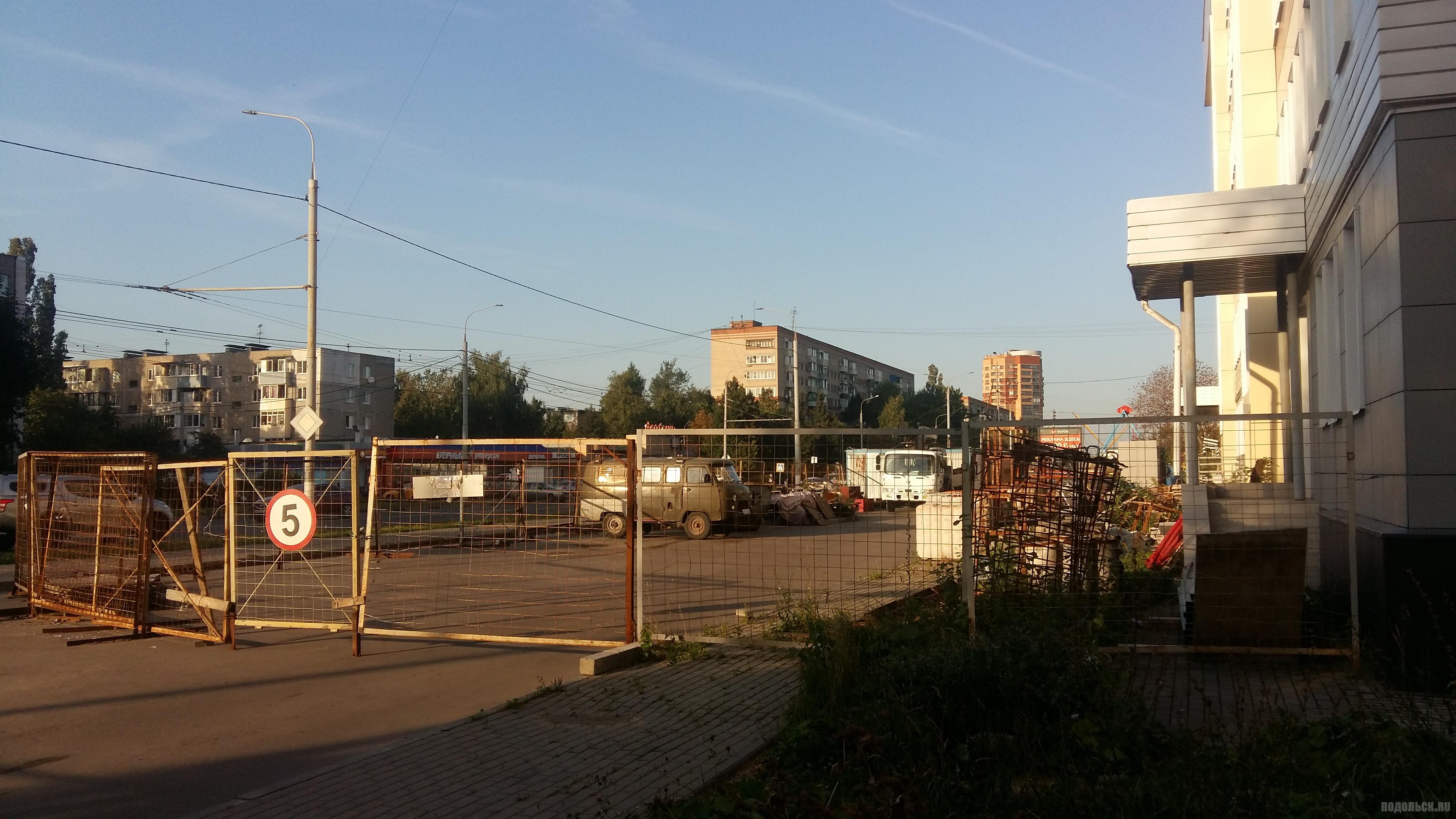 Недостроенная поликлиника на Ленинградской улице. 08.2018