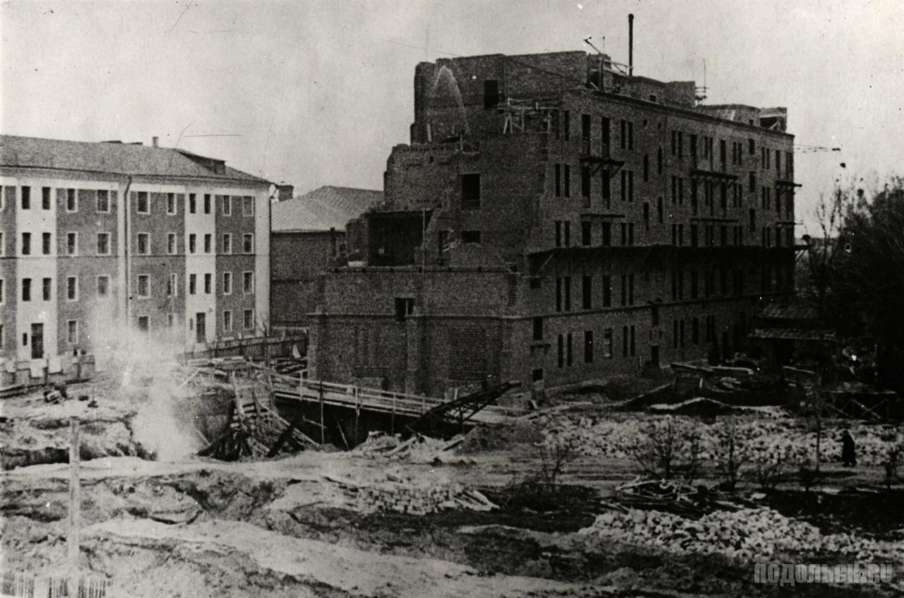 Законсервирован в 1941 г. Работы возобновились в 1945 г. - Снимок сделан в 1947 г.