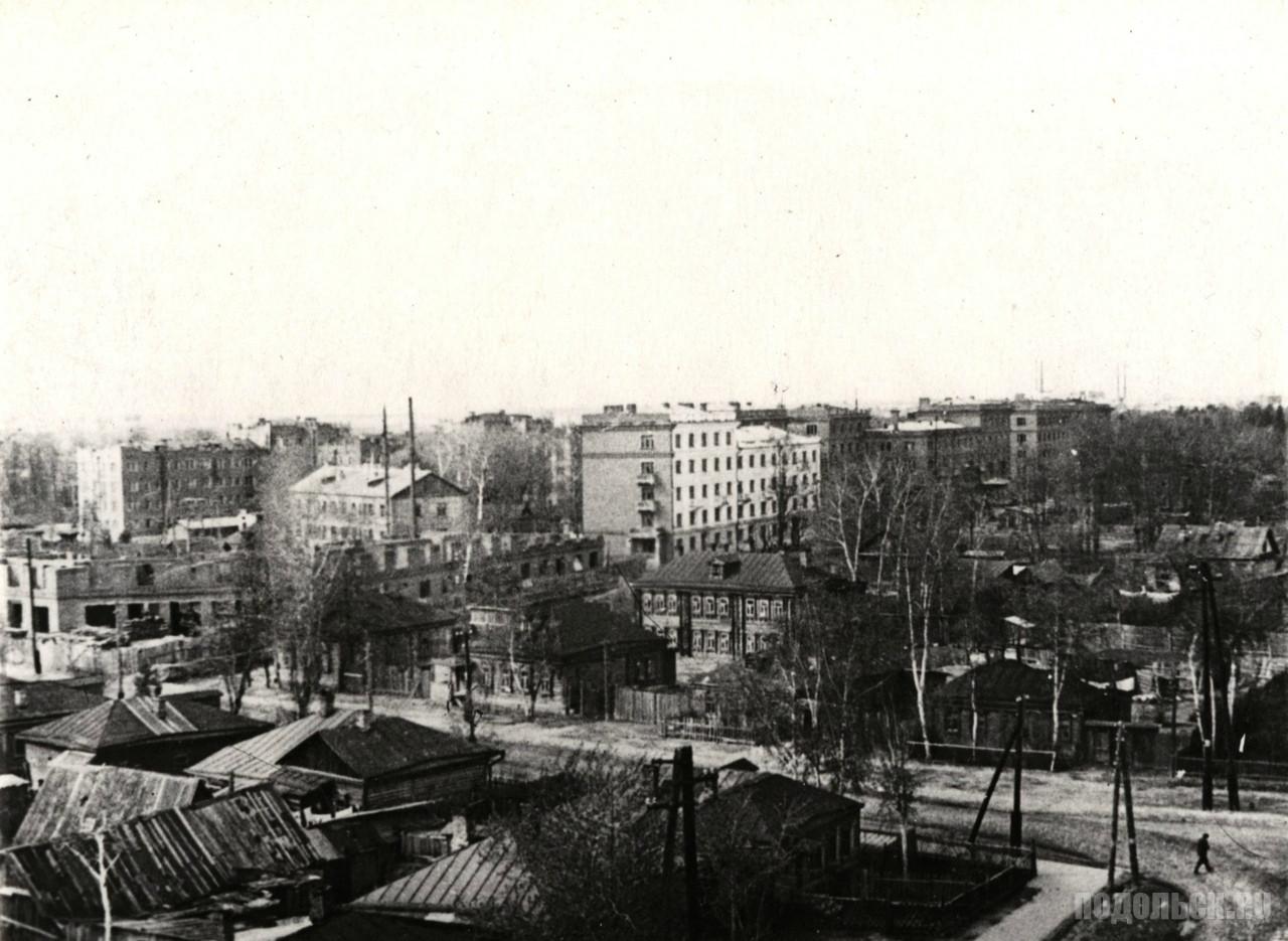 Общий вид части города, застроенной жилыми домами Подольского цементного завода на улице Водопроводной, потом улица Спутников Семилетки, ныне – улица Барамзиной. 1947 г.
