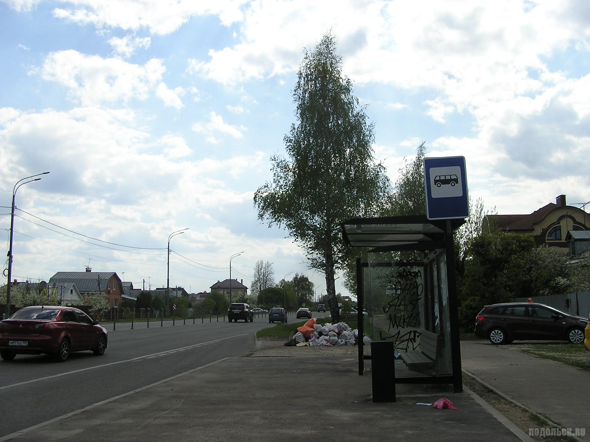 """Б. Серпуховская улица, автобусная остановка """"Кутузово-2"""". 6 мая 2019"""