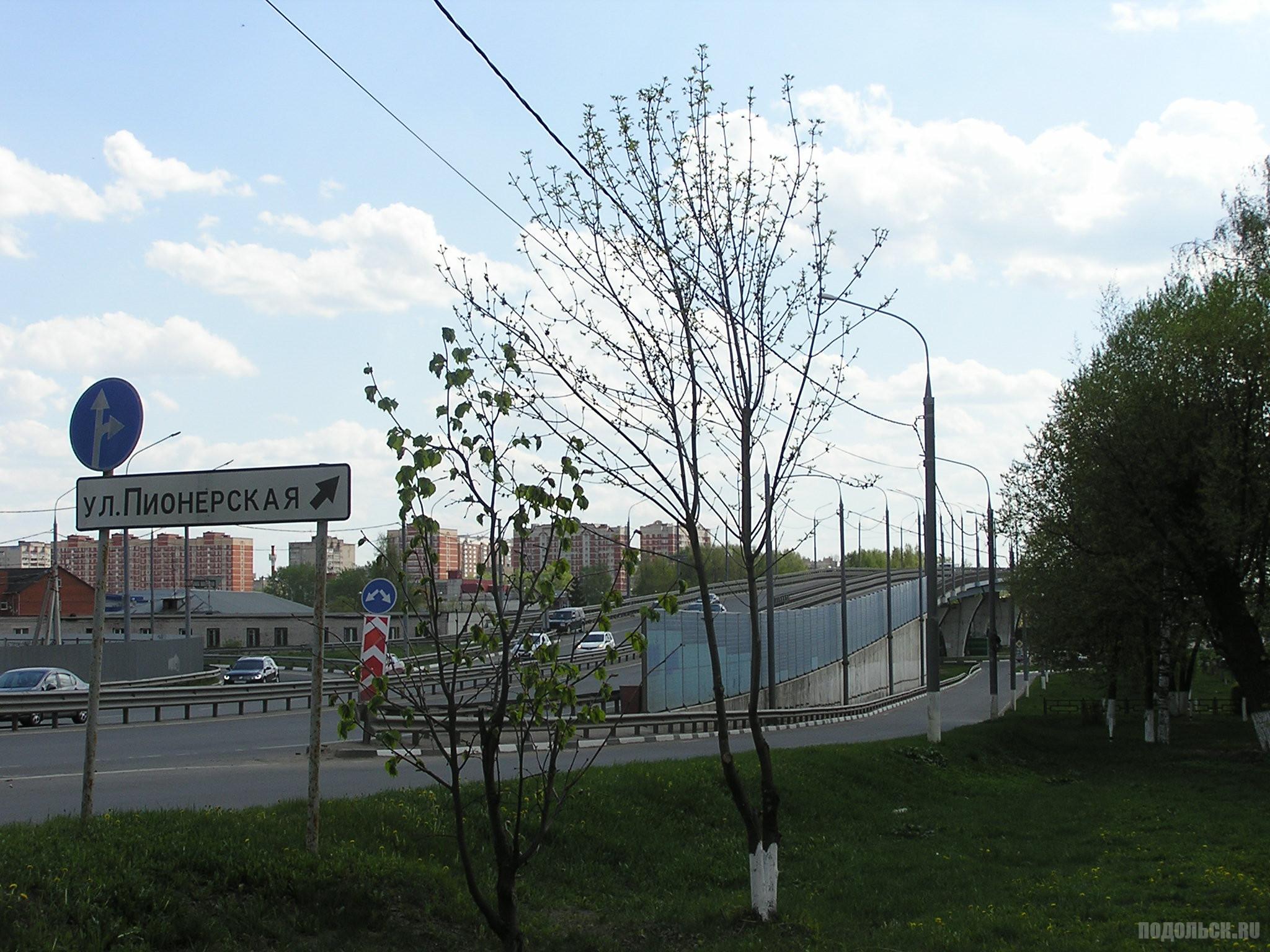 Въезд на Кутузовский путепровод с Б. Серпуховской. Указатель на Пионерскую. 6 мая 2019