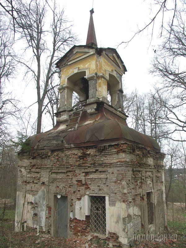 В XIX в. служил погребом с сушильней. 30 апреля 2009 года.
