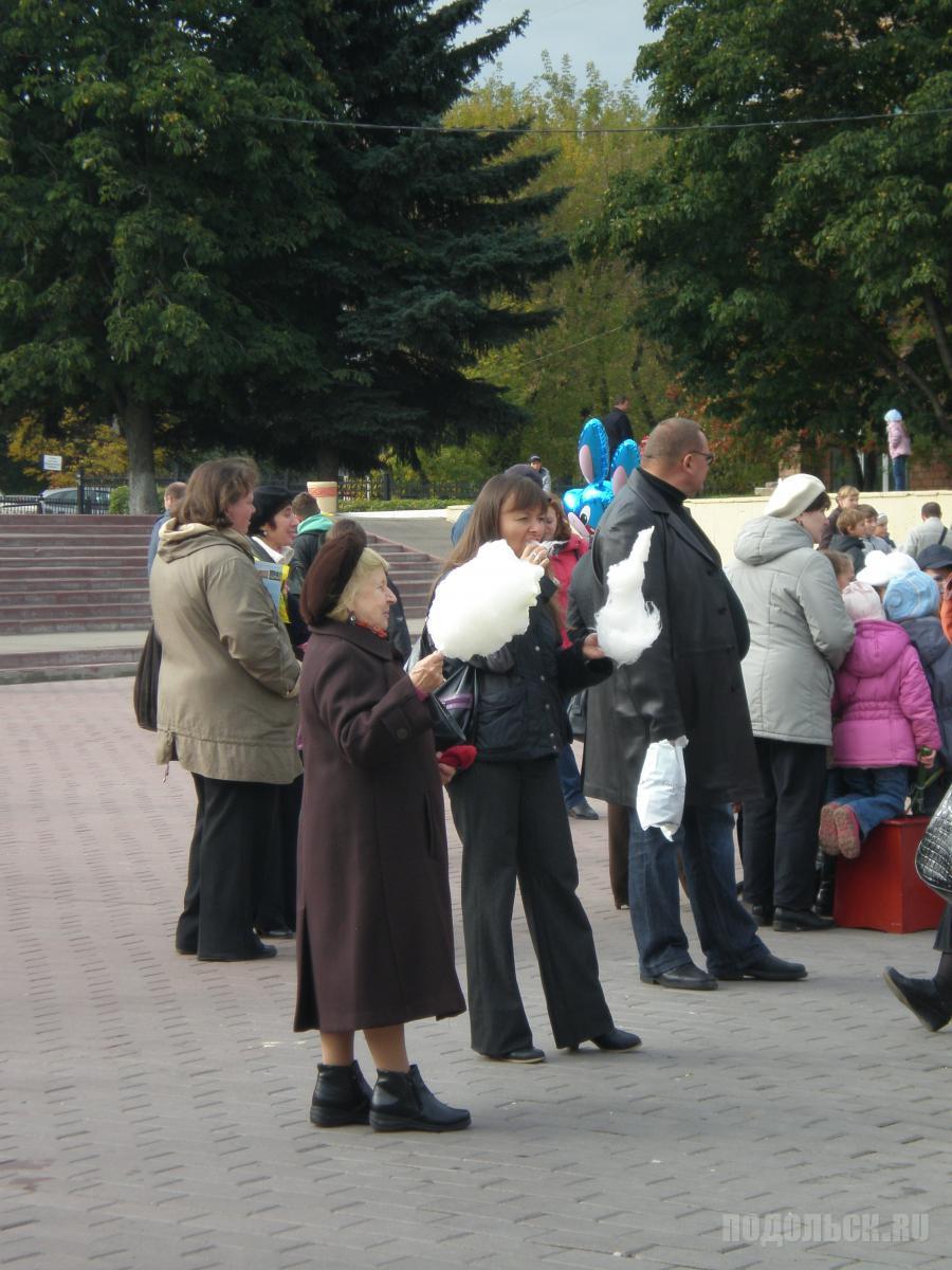 "У ДК ""Октябрь""."