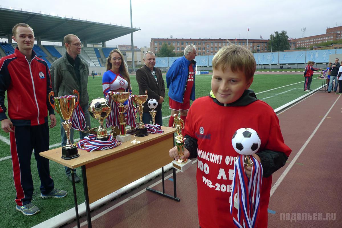 Награждение молодых футболистов