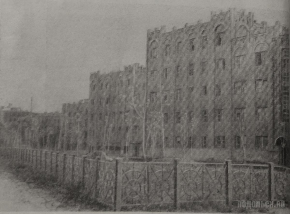 """Фото из книги 1949 года """"Город меняет облик""""."""