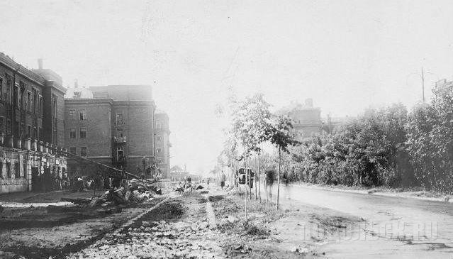Фото 1947 года.  Крайнее левое здание на фото - первоначальний вид ДК им. 1-го Мая.
