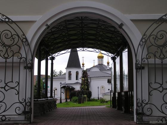 Ворота Воскресенского храма