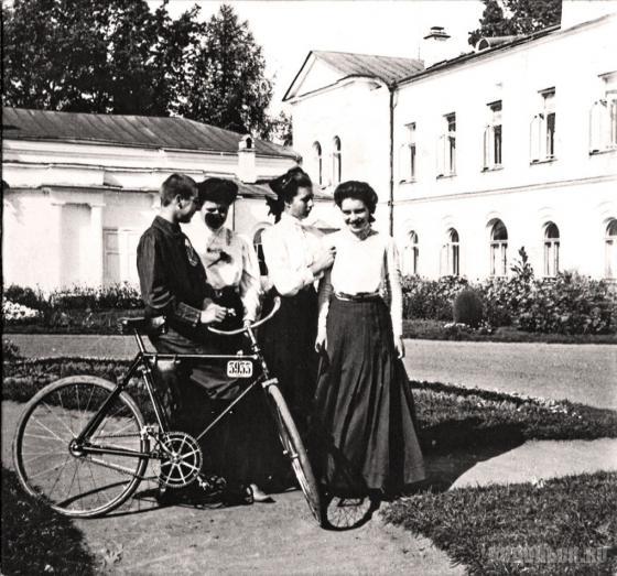 Семья последних владельцев усадьбы Ивановское Бахрушиных