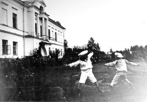 Барчуки в усадьбе Ивановское