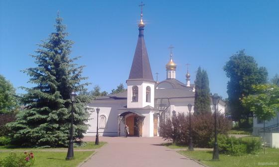 У Воскресенского храма, май 2018