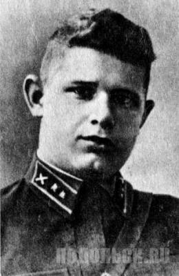 Лейтенант Рыжков Иван Петрович. Командир взвода курсантов ПАУ
