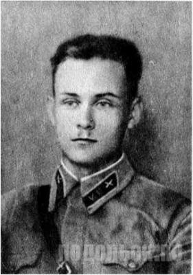 Лейтенант Никольский Евгений Алексеевич. Командир взвода курсантов ПАУ
