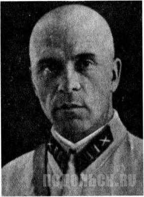 Батальонный комиссар Суходолов Георгий Михайлович — начальник политотдела артиллерийского училища.