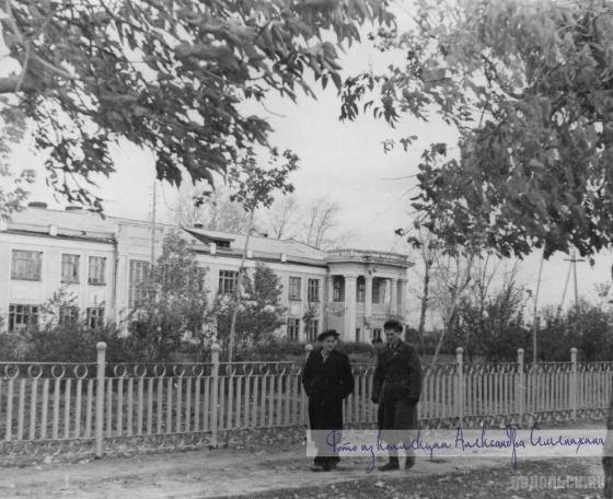Ограда сквера у хирургического корпуса городской больницы. 1947 г.