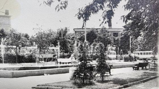 Фонтан на Вокзальной площади. 1970-е гг.