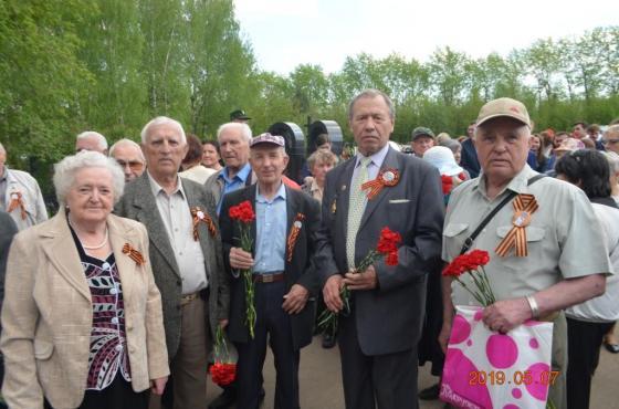 Ветераны на возложении цветов