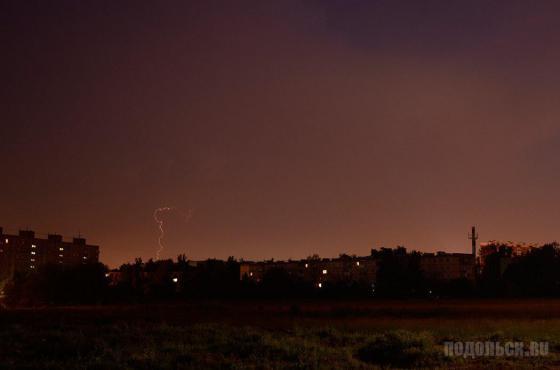 Зарницы ночью 27.06.2013 г. от грозы между Кубинкой и Внуково (вид из Подольска)